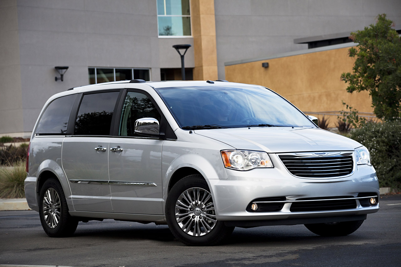 2011 chrysler town country photo gallery autoblog. Black Bedroom Furniture Sets. Home Design Ideas