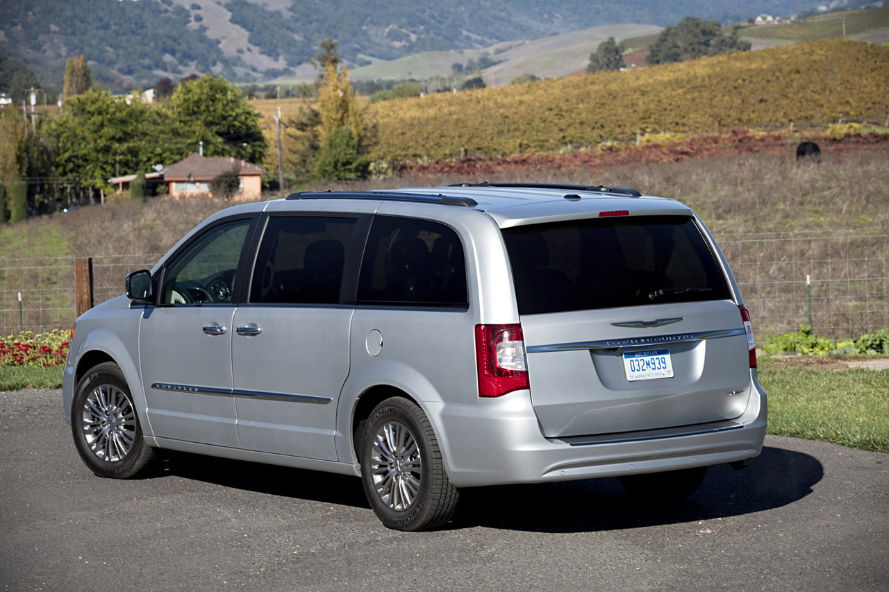 2011 Chrysler Town & Country Photo Gallery