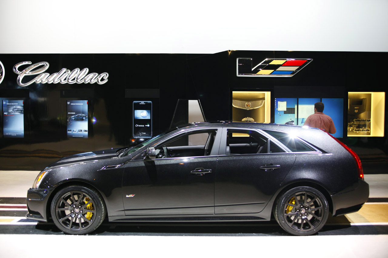 2011 cadillac cts v sport wagon black diamond edition chicago 2011 photo gallery autoblog. Black Bedroom Furniture Sets. Home Design Ideas