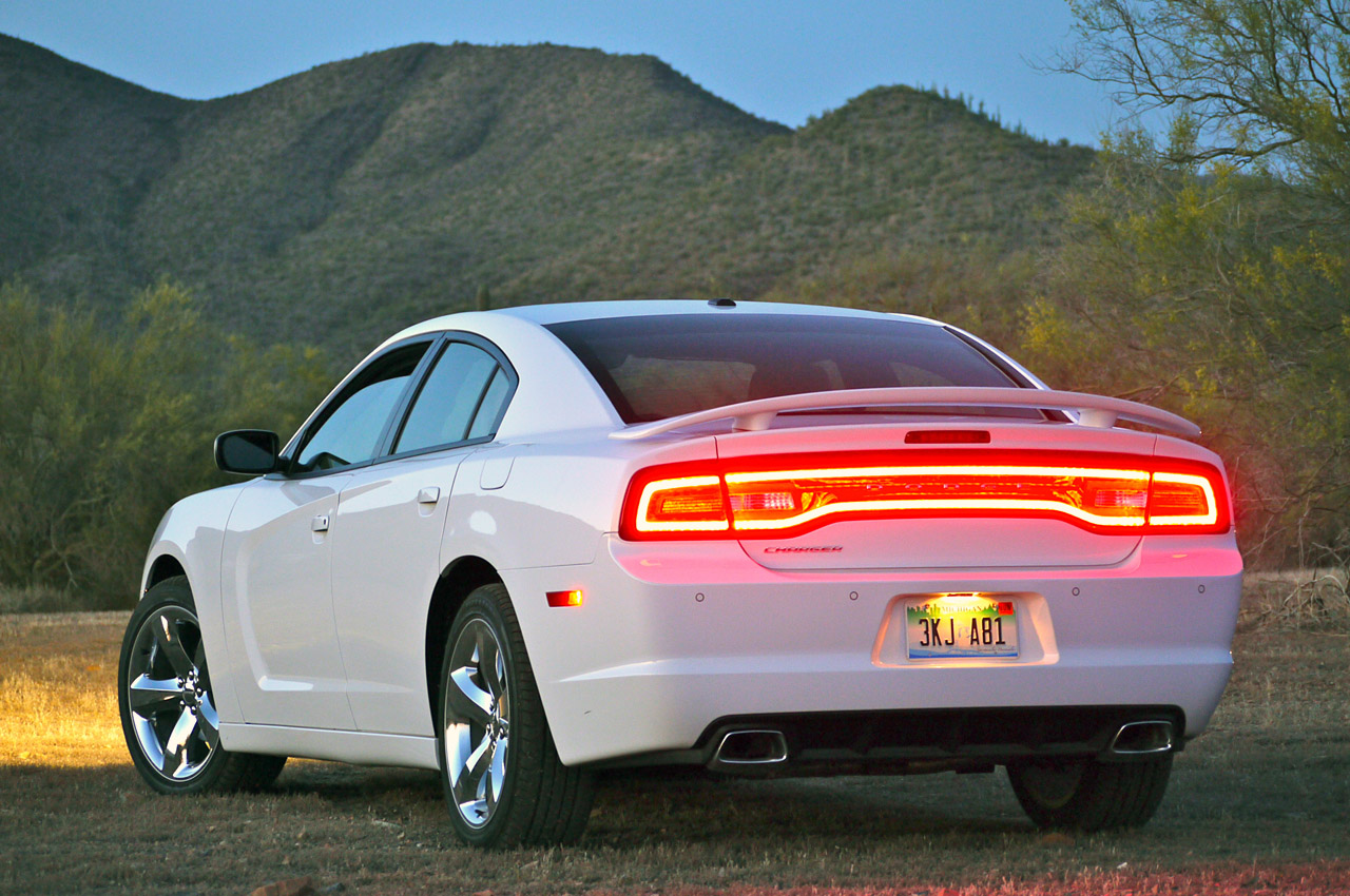2011 dodge charger gas tank size