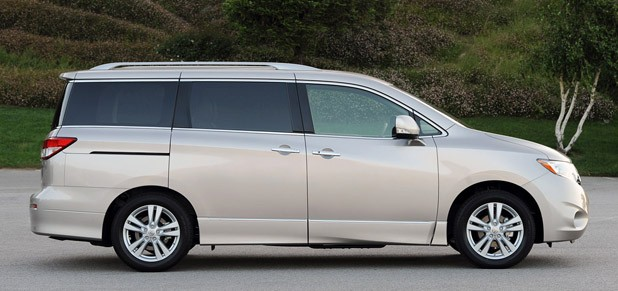 2017 Nissan Quest Side View