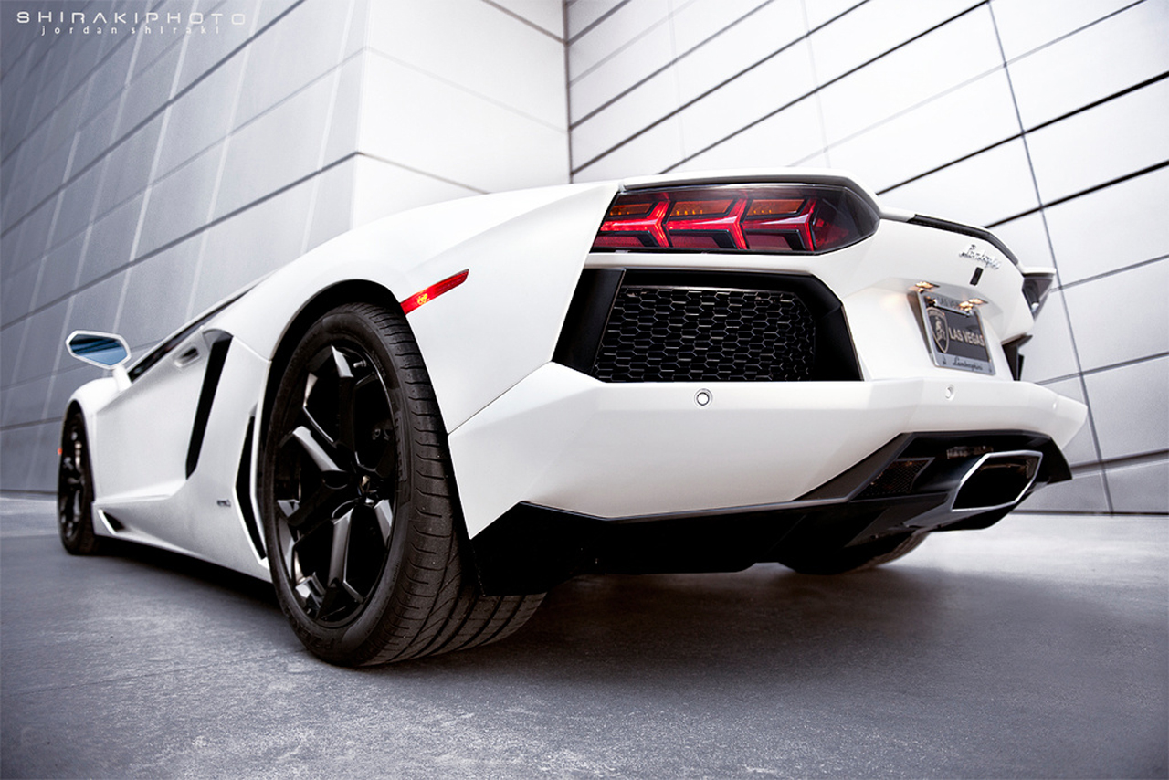 Lamborghinis For Sale >> Dueling Lambos: Aventador and Murc meet for amazing ...