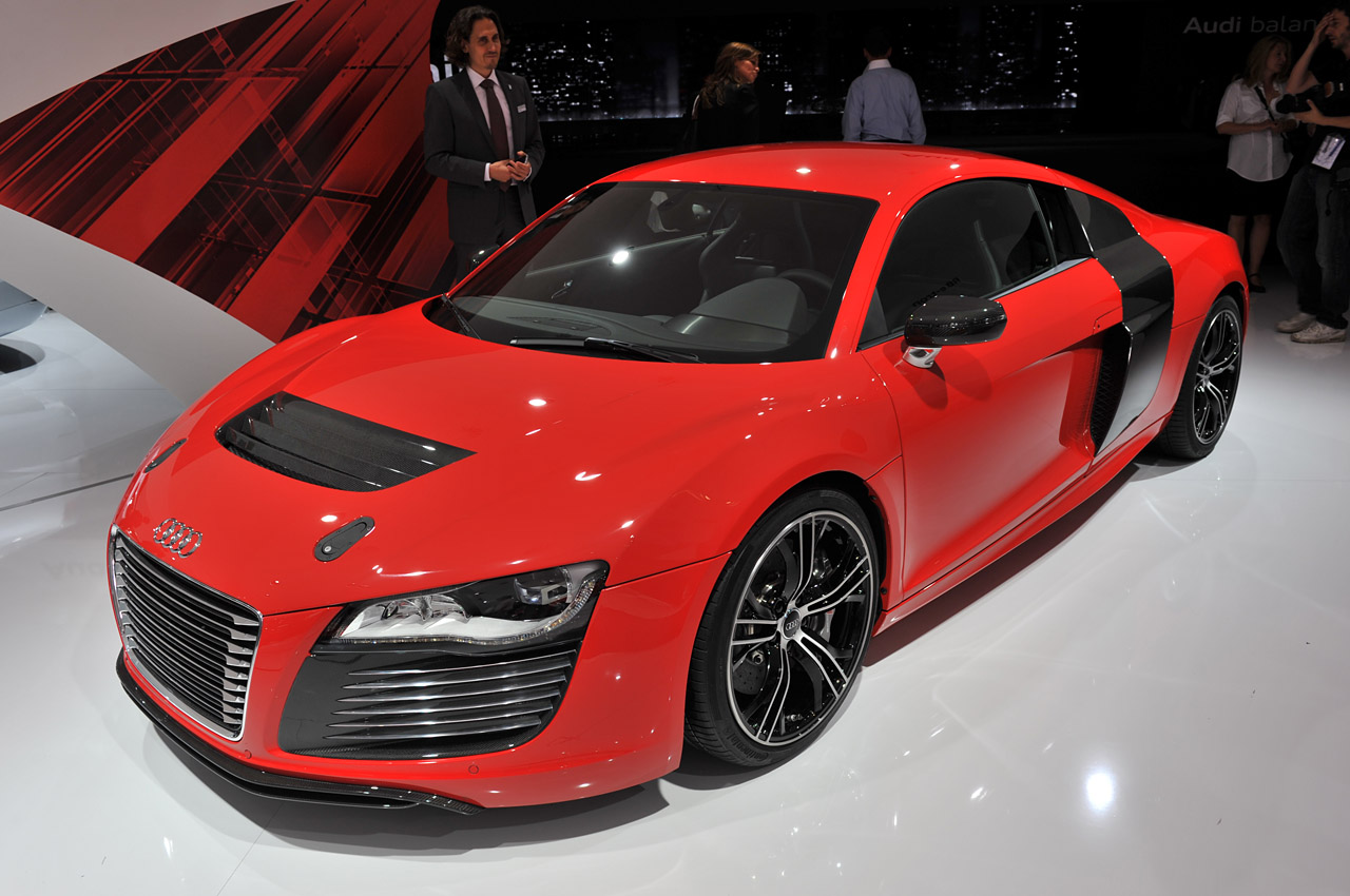 audi r8 e tron back on production map thanks to new battery tech autoblog. Black Bedroom Furniture Sets. Home Design Ideas