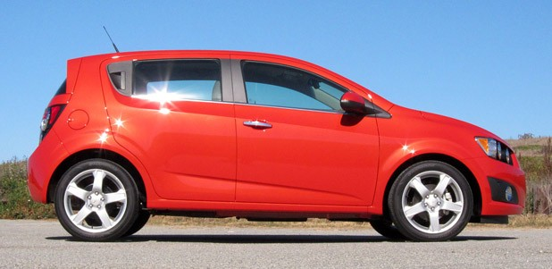 chevrolet sonic 2012 much of the compact 39 s personality manual cars. Black Bedroom Furniture Sets. Home Design Ideas