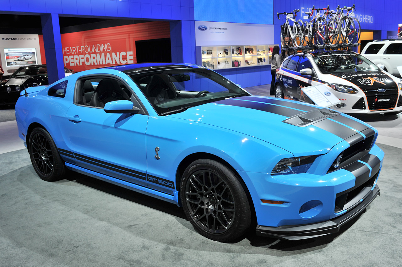 2013 ford shelby gt500 looks angry wants out autoblog. Black Bedroom Furniture Sets. Home Design Ideas