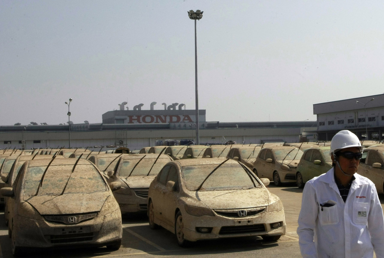 honda begins scrapping vehicles claimed by thai flooding autoblog. Black Bedroom Furniture Sets. Home Design Ideas