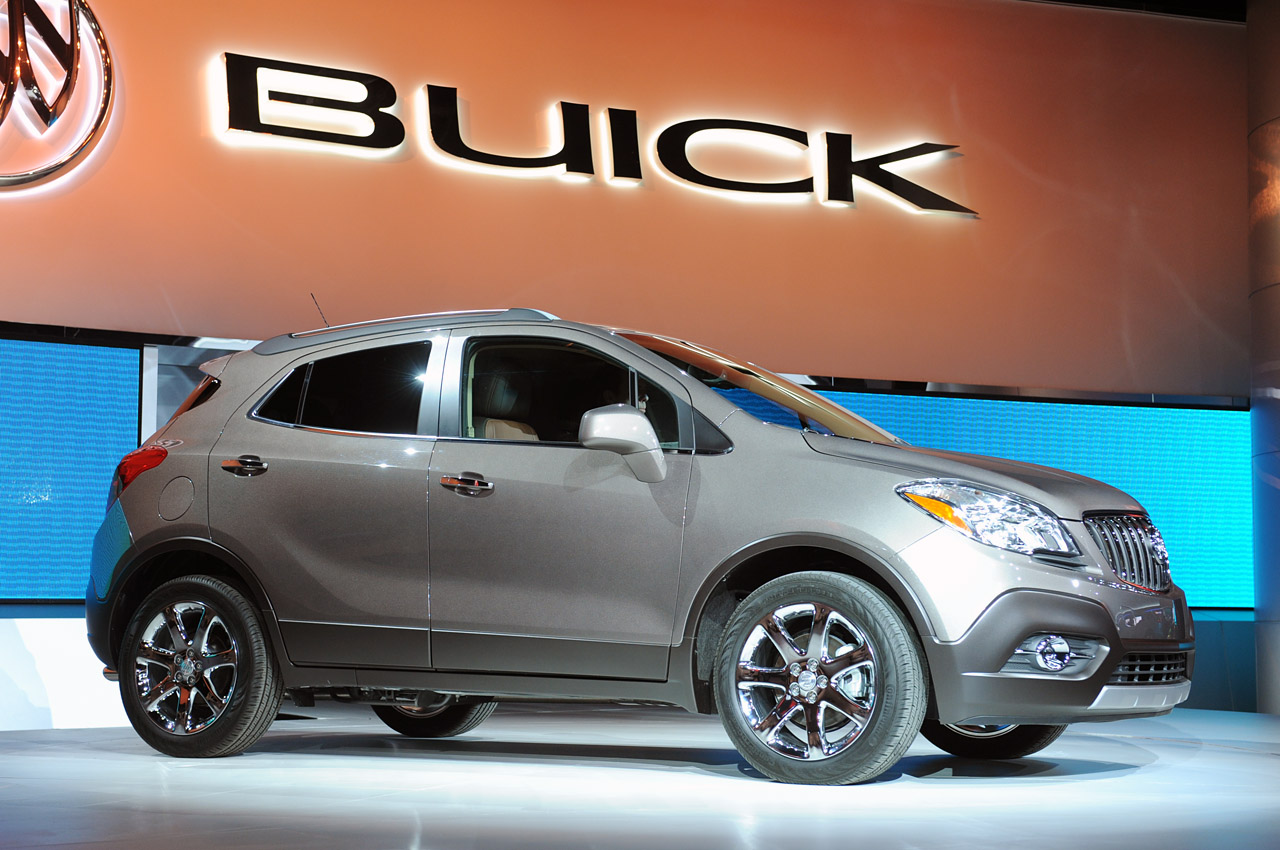 buick encore brings small to the big stage of detroit autoblog. Black Bedroom Furniture Sets. Home Design Ideas