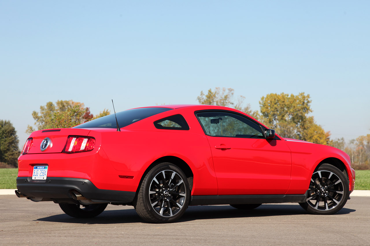 2012 ford mustang v6 autoblog. Black Bedroom Furniture Sets. Home Design Ideas