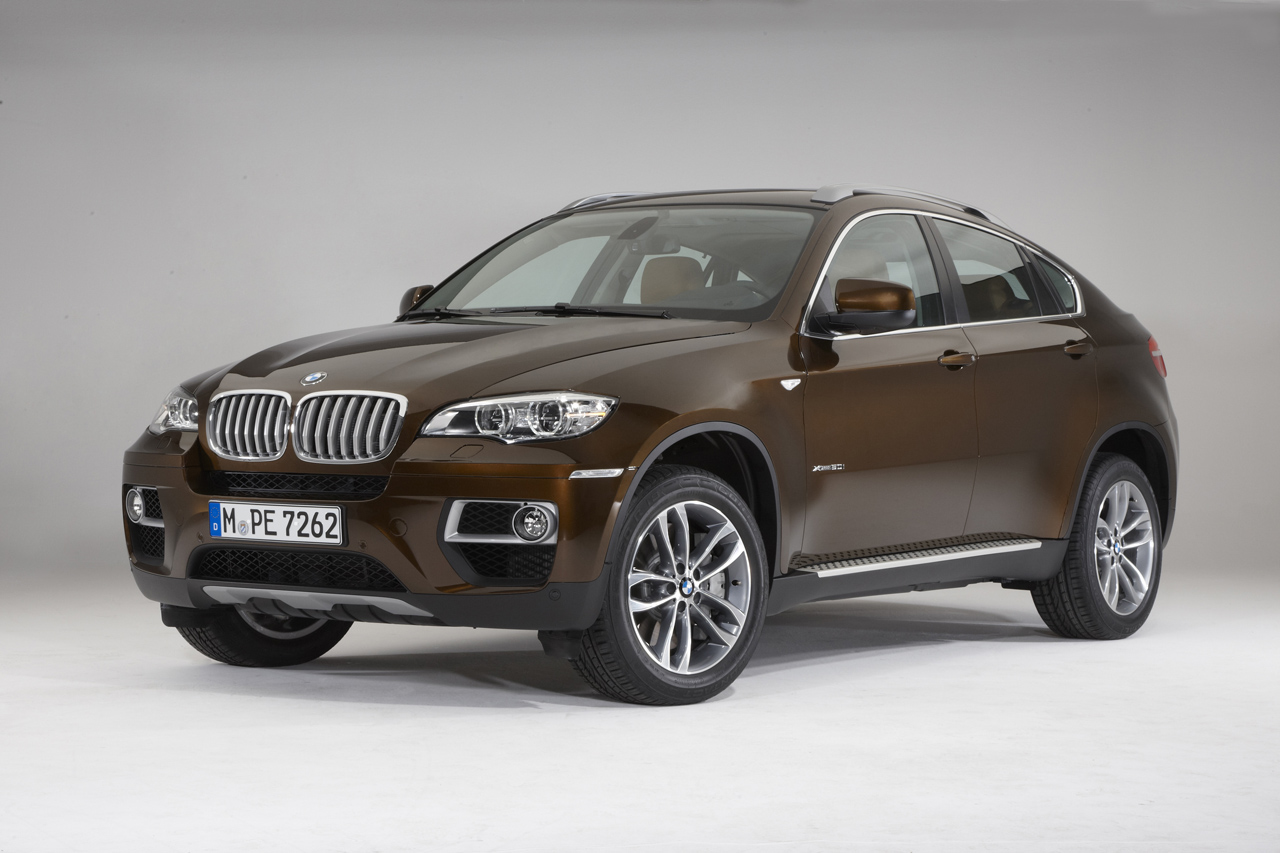 bmw updates 2013 x6 introduces m performance package autoblog. Black Bedroom Furniture Sets. Home Design Ideas