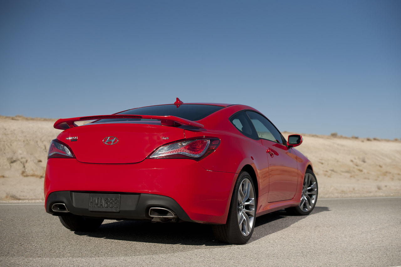 2013 hyundai genesis coupe photo gallery autoblog. Black Bedroom Furniture Sets. Home Design Ideas