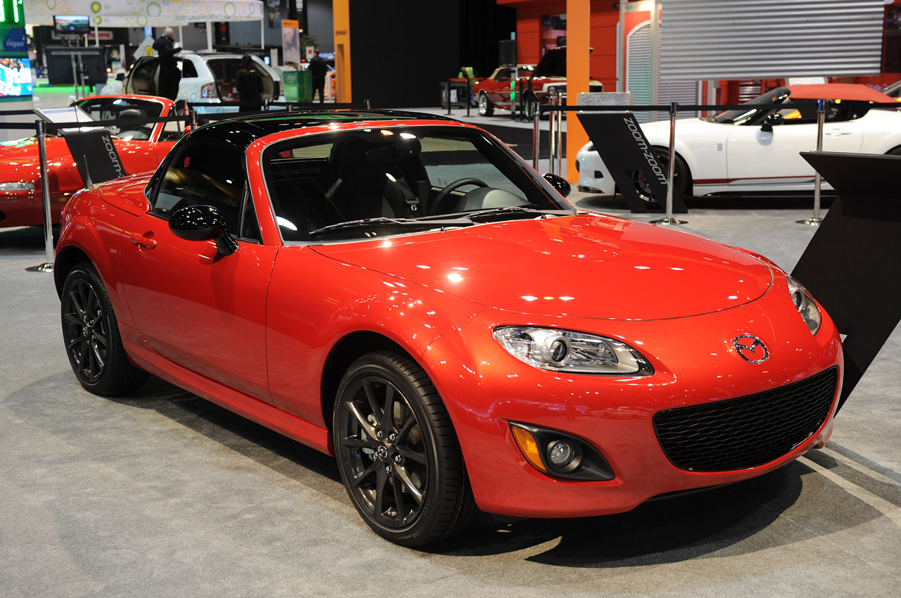 Black Book Car Values >> 2013 Mazda MX-5 Special Edition shows off its new black hat and shoes - Autoblog