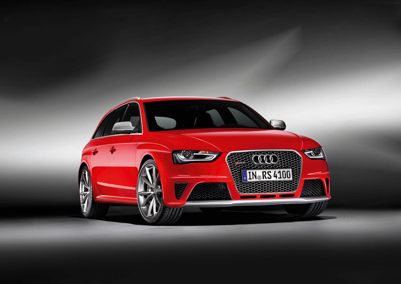 2012 Audi RS4 Avant hits the 'net with all four wheels ...