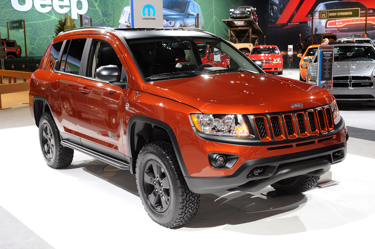 2012 mopar jeep compass true north points north autoblog. Black Bedroom Furniture Sets. Home Design Ideas