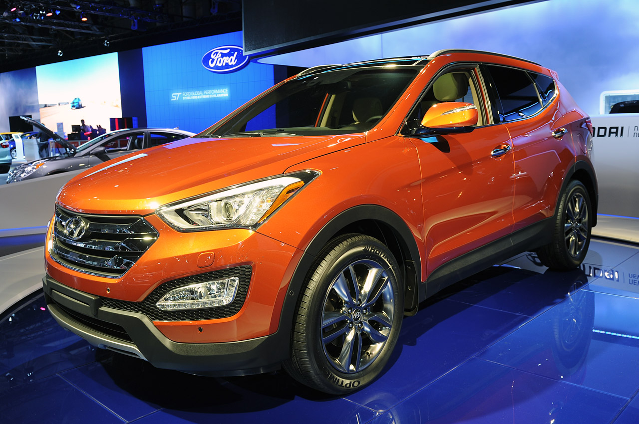 Hyundai Certified Pre-Owned >> 2013 Hyundai Santa Fe goes on big diet, unveils five and ...