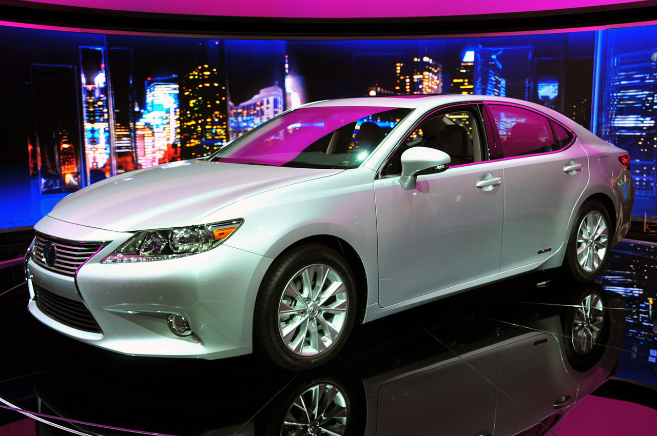 Lexus Certified Pre Owned >> Lexus debuts 2013 ES including new 300h hybrid - Autoblog