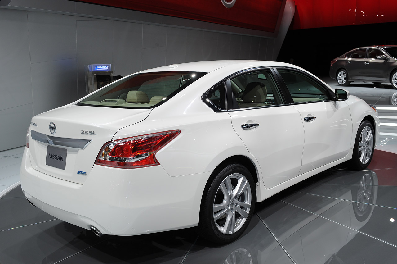 2013 Nissan Altima is ready for the midsize sedan showdown ...