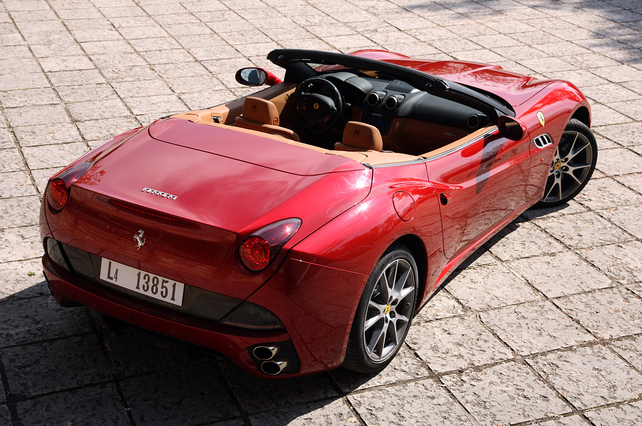 2013 ferrari california w video autoblog. Black Bedroom Furniture Sets. Home Design Ideas
