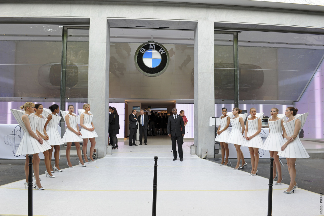Certified Pre Owned Bmw >> BMW opens a luxury brand store on Avenue George V in Paris - Autoblog