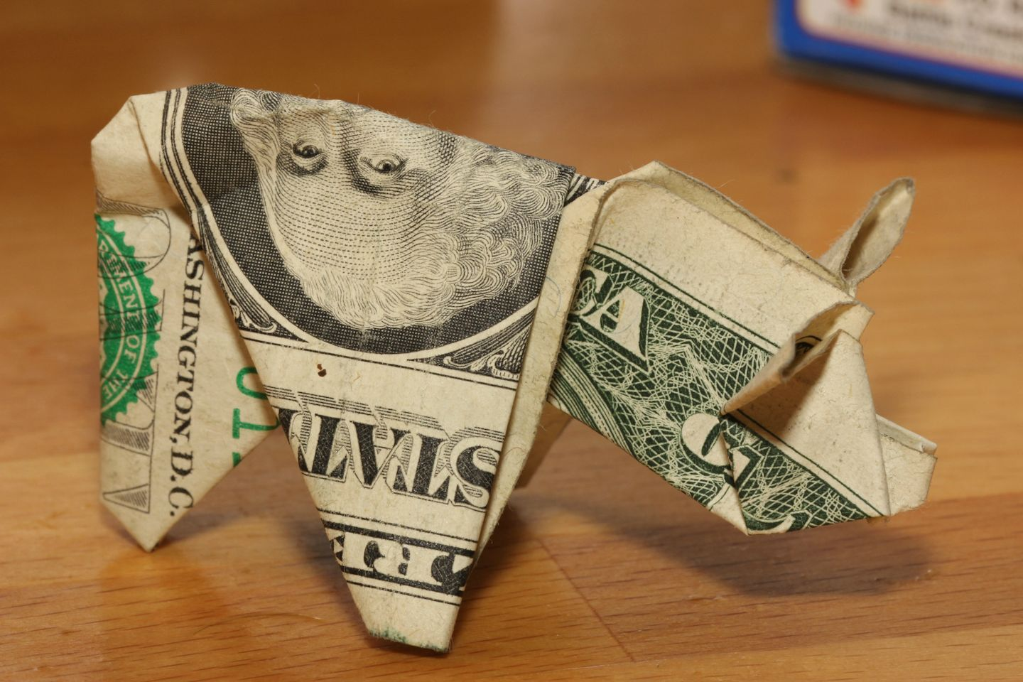 Man pays ticket with 137 origami pigs made from dollar bills - photo#36