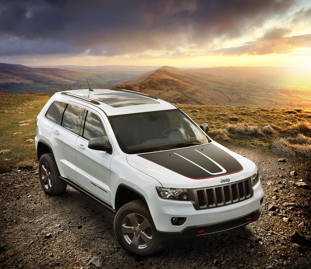 2013 jeep grand cherokee trailhawk and wrangler moab special edition announced autoblog. Black Bedroom Furniture Sets. Home Design Ideas