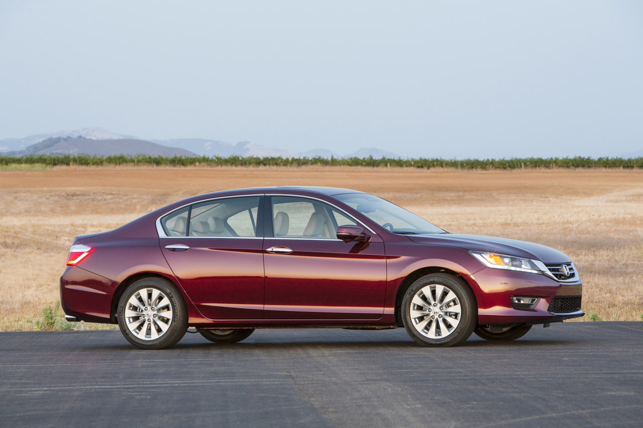 2013 honda accord priced from 21 680 rated at 27 36 mpg autoblog. Black Bedroom Furniture Sets. Home Design Ideas