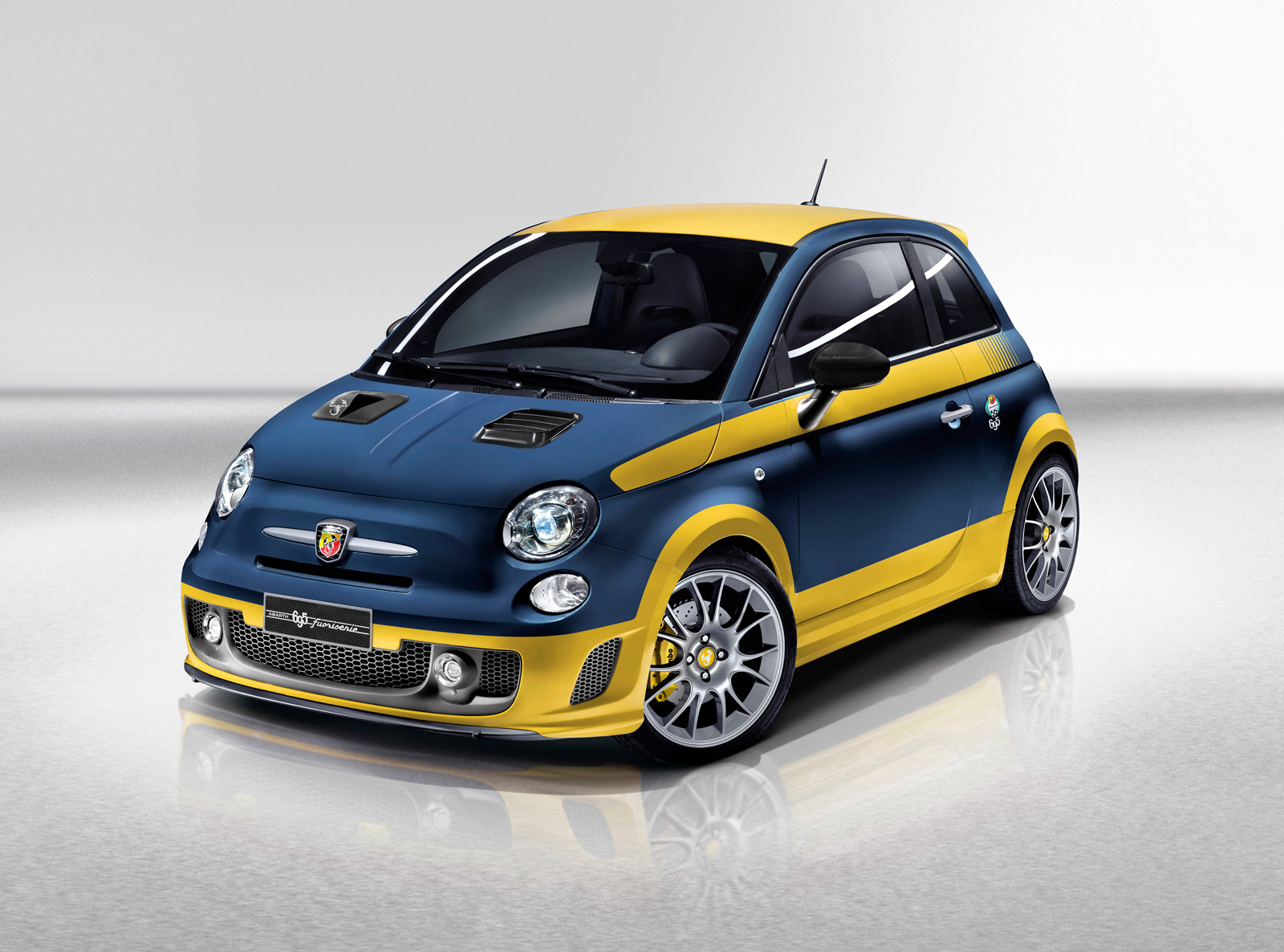 2013 fiat 500 abarth fuori serie photo gallery autoblog. Black Bedroom Furniture Sets. Home Design Ideas