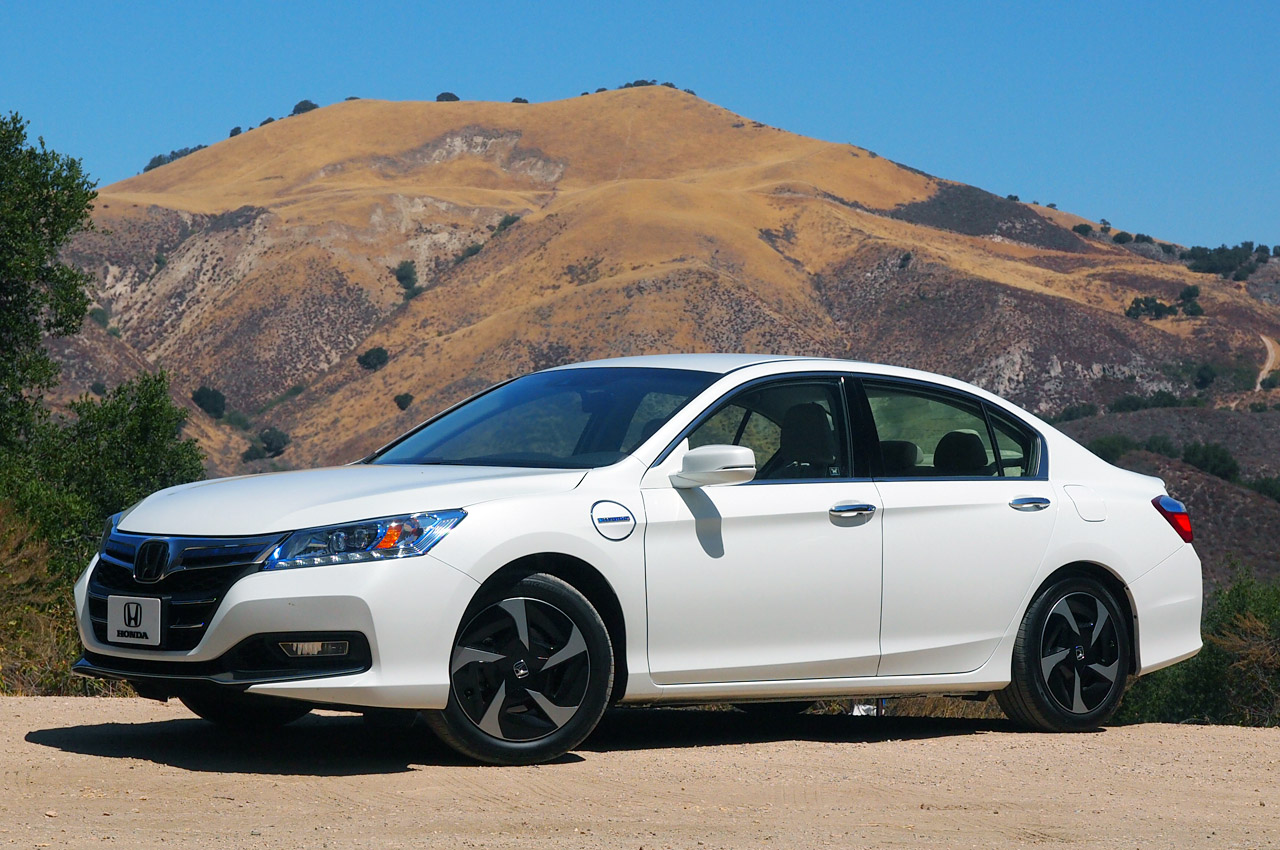 2014 honda accord plug in hybrid autoblog. Black Bedroom Furniture Sets. Home Design Ideas