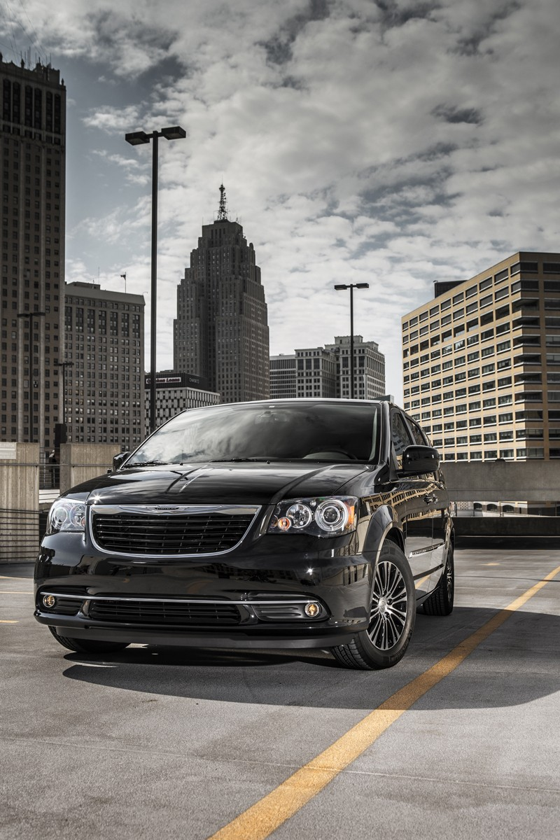 2013 chrysler town and country s is the van in black autoblog. Black Bedroom Furniture Sets. Home Design Ideas