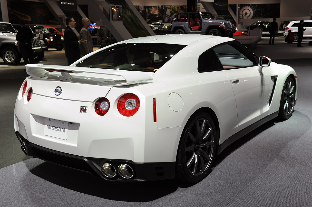 2014 nissan gt r raises the stakes by just a few pennies autoblog. Black Bedroom Furniture Sets. Home Design Ideas