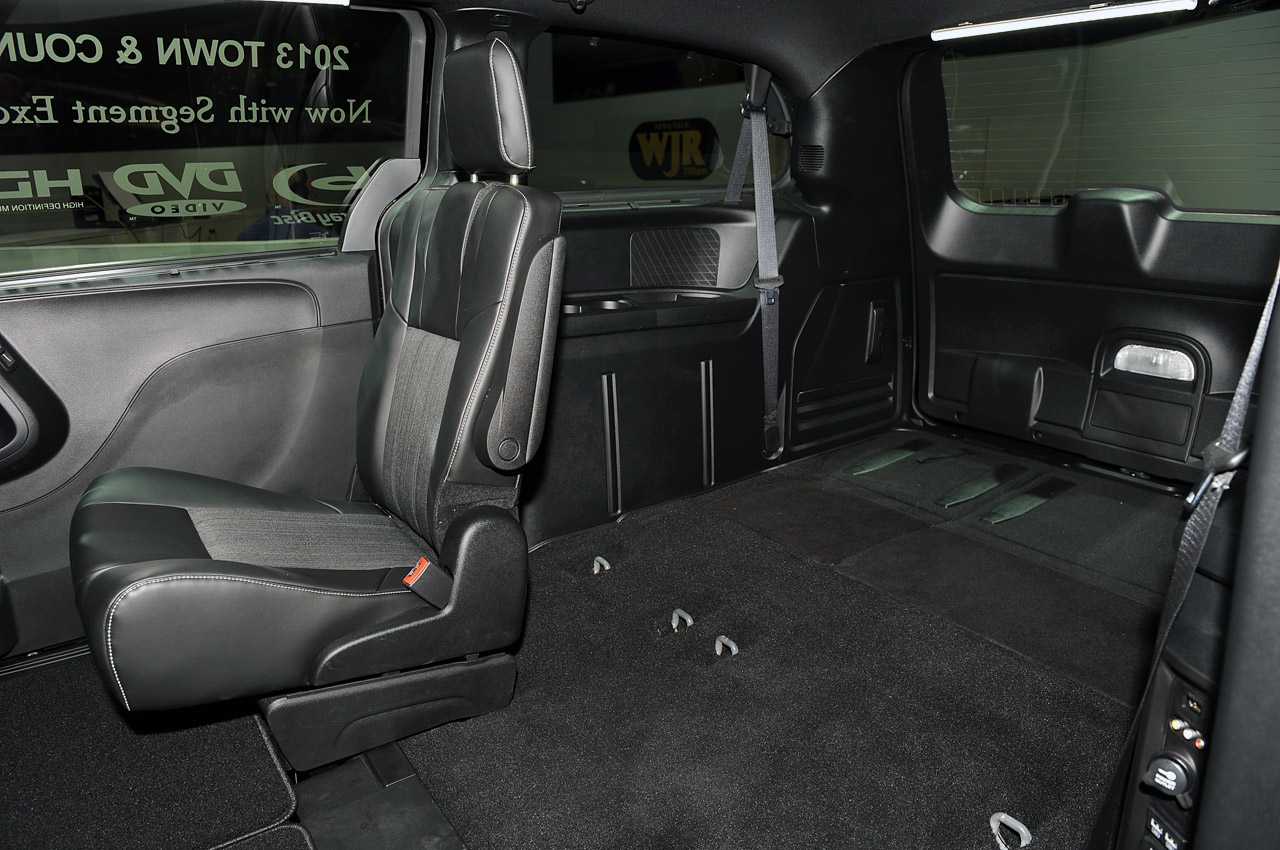 2013 chrysler town and country s la 2012 photo gallery autoblog. Black Bedroom Furniture Sets. Home Design Ideas
