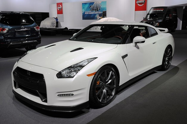 2014 nissan gt r raises the stakes by just a few pennies. Black Bedroom Furniture Sets. Home Design Ideas
