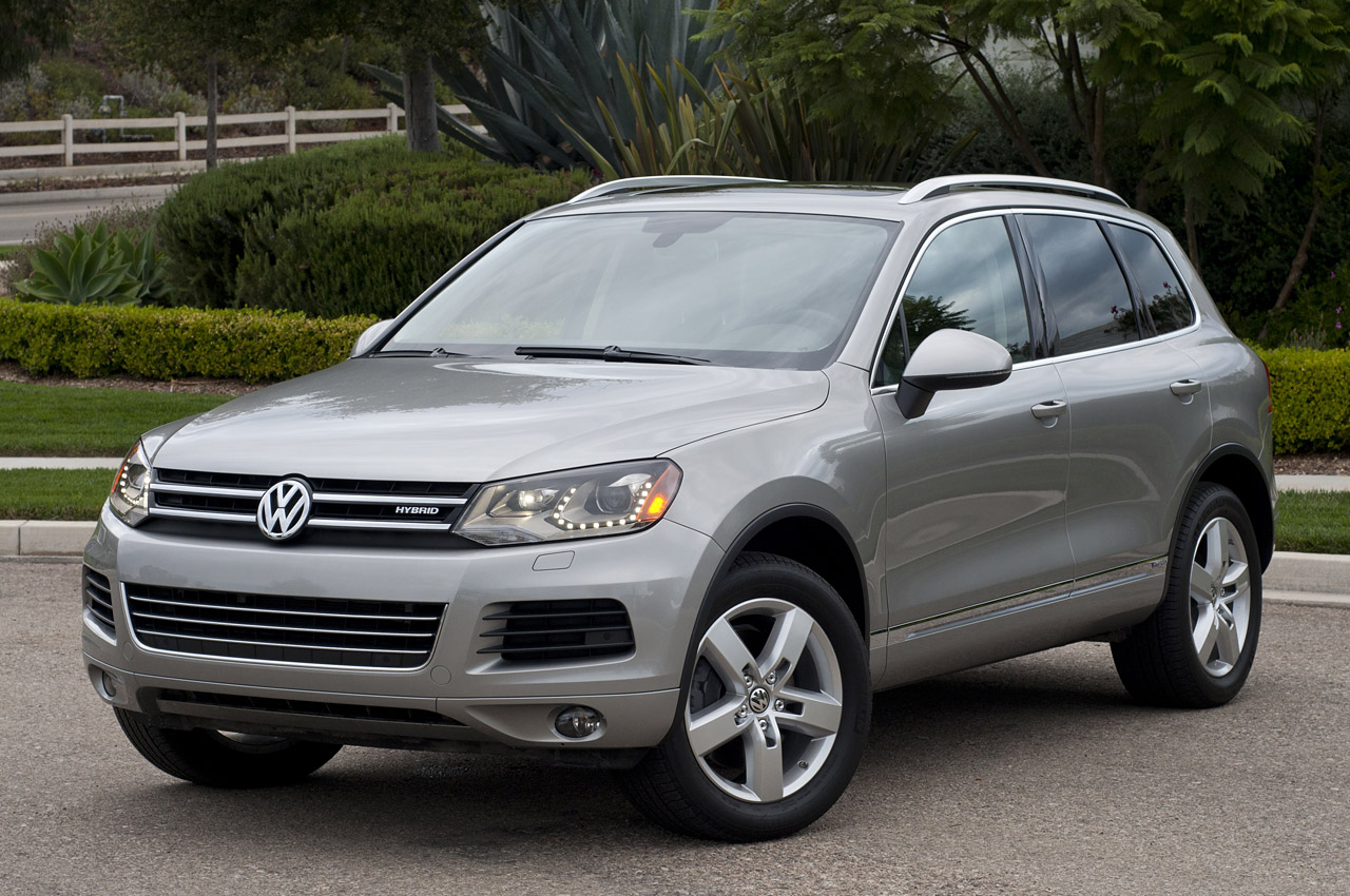 2017 Volkswagen Touareg Hybrid W Video