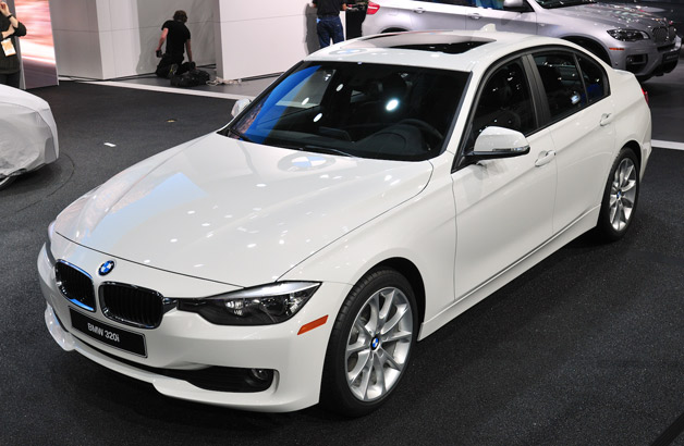 bmw adds new entry level 320i model priced from 33 445. Black Bedroom Furniture Sets. Home Design Ideas