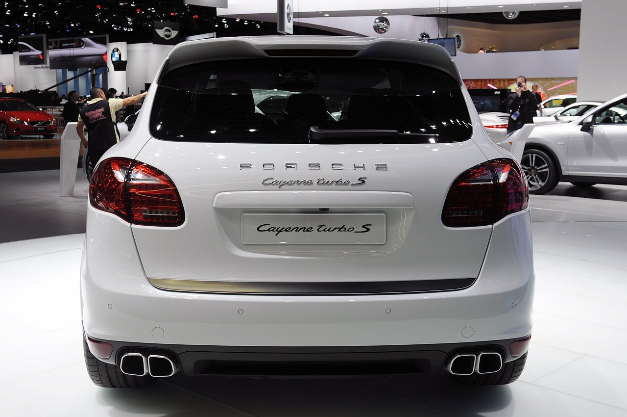 Pre Owned Cars >> 2014 Porsche Cayenne Turbo S: Detroit 2013 Photo Gallery ...