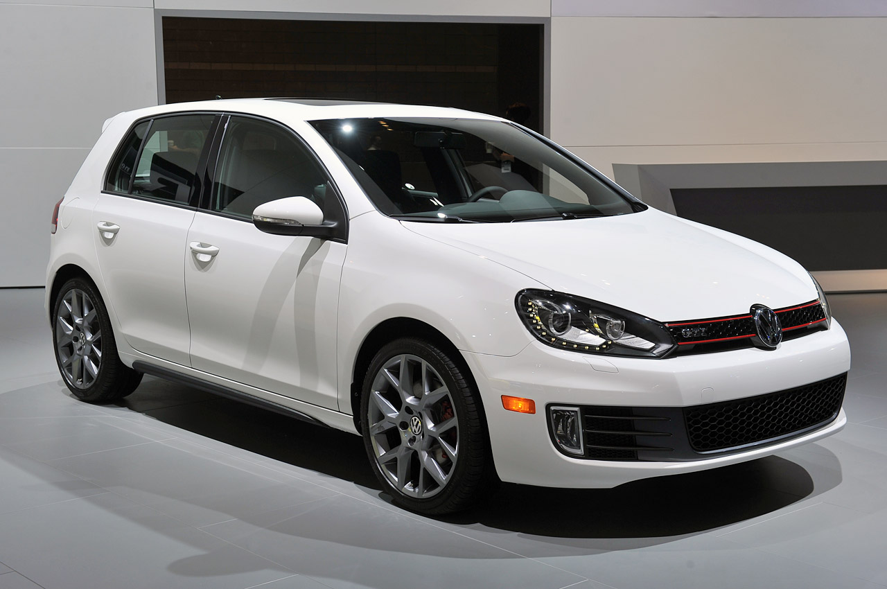 2013 volkswagen gti driver 39 s edition brings exclusivity to the granddaddy of hot hatches autoblog. Black Bedroom Furniture Sets. Home Design Ideas