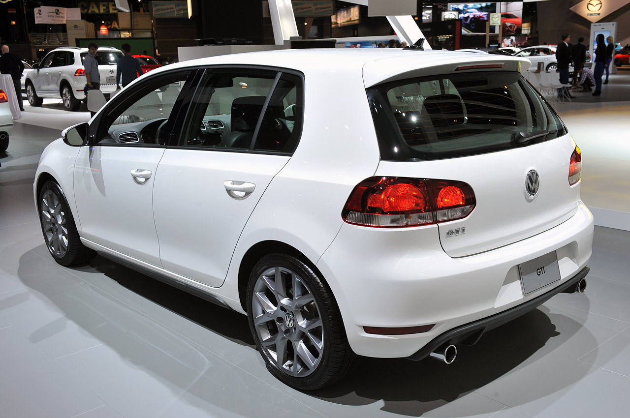 Gas Prices In Chicago >> 2013 Volkswagen GTI Driver's Edition brings exclusivity to the granddaddy of hot hatches - Autoblog