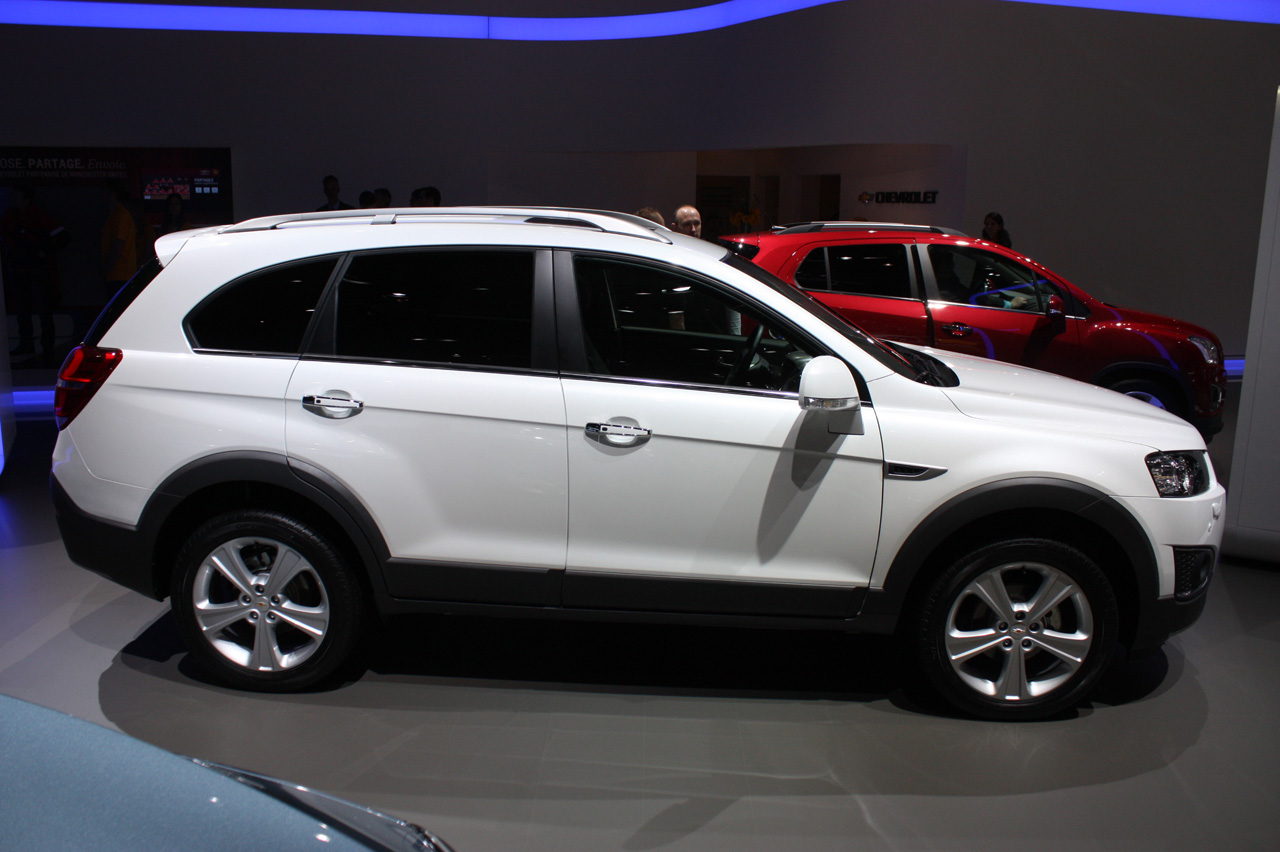 Chevrolet Captiva Looks Mildly Refreshed And Ready For