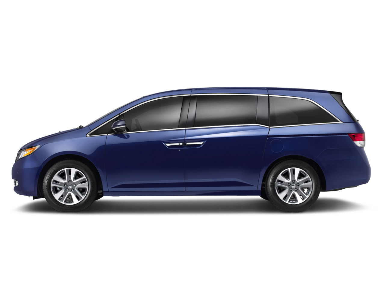 2014 honda odyssey set to clean up in ny with world 39 s first in car vacuum update autoblog. Black Bedroom Furniture Sets. Home Design Ideas