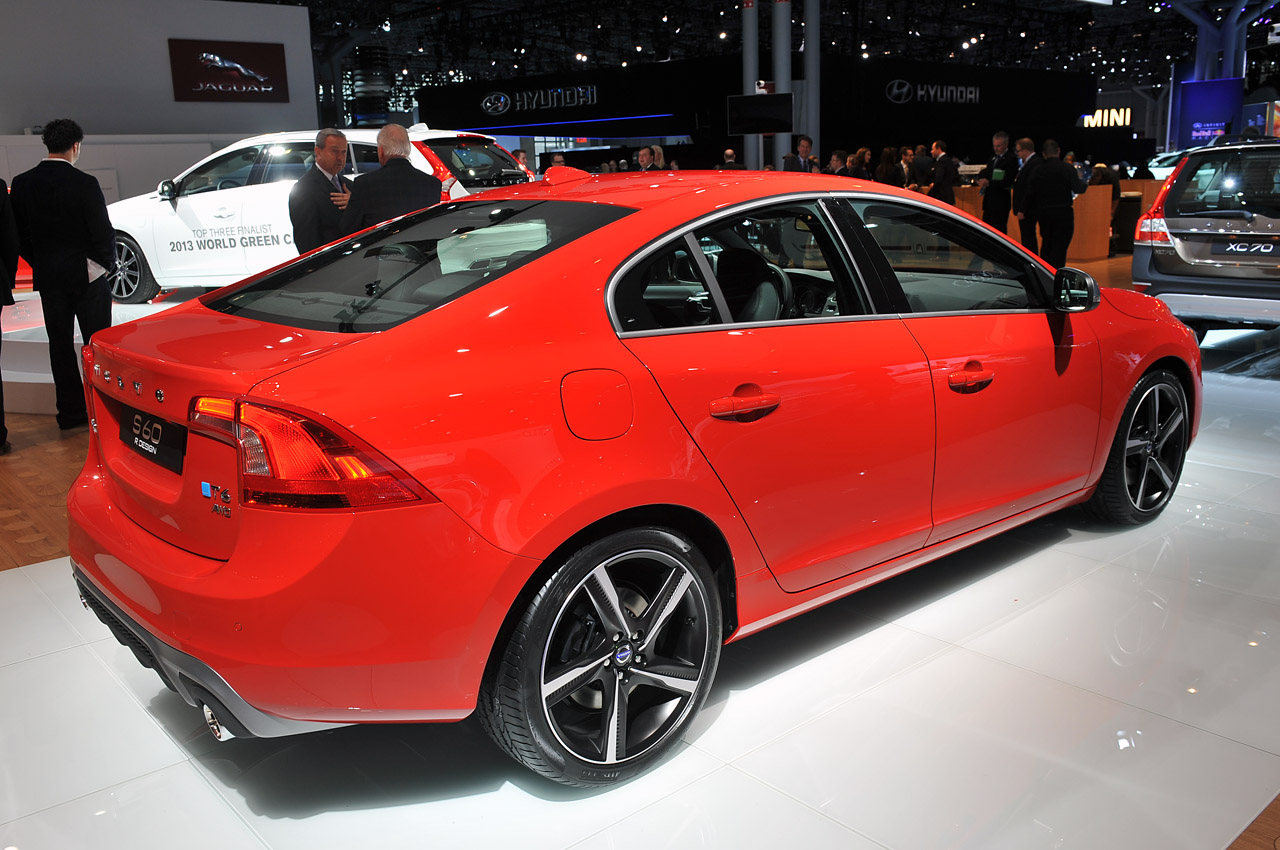 Volvo Certified Pre Owned >> Volvo rolls out new R-Design versions of S60, XC60 and new ...