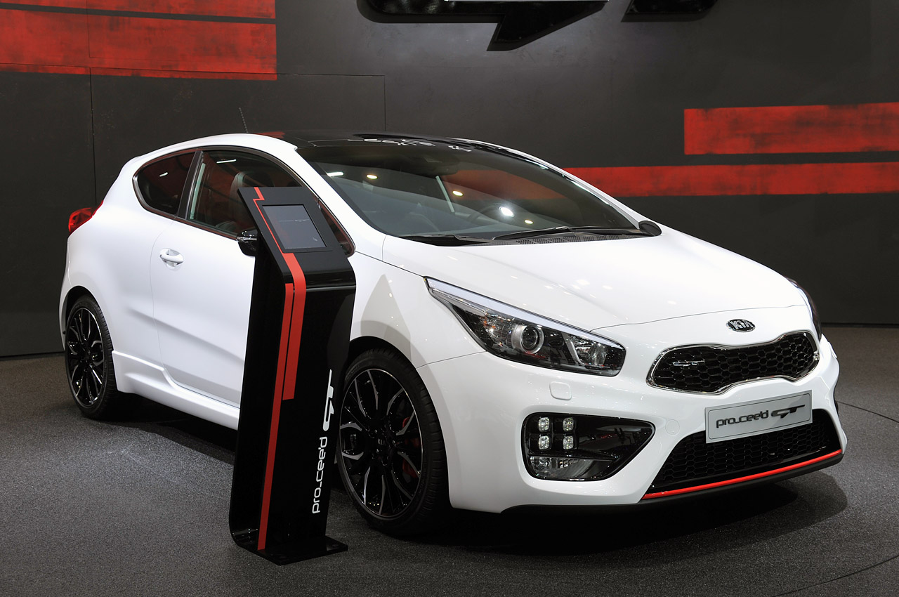 kia cee 39 d gt and pro cee 39 d gt are korean for hot hatch w video autoblog. Black Bedroom Furniture Sets. Home Design Ideas