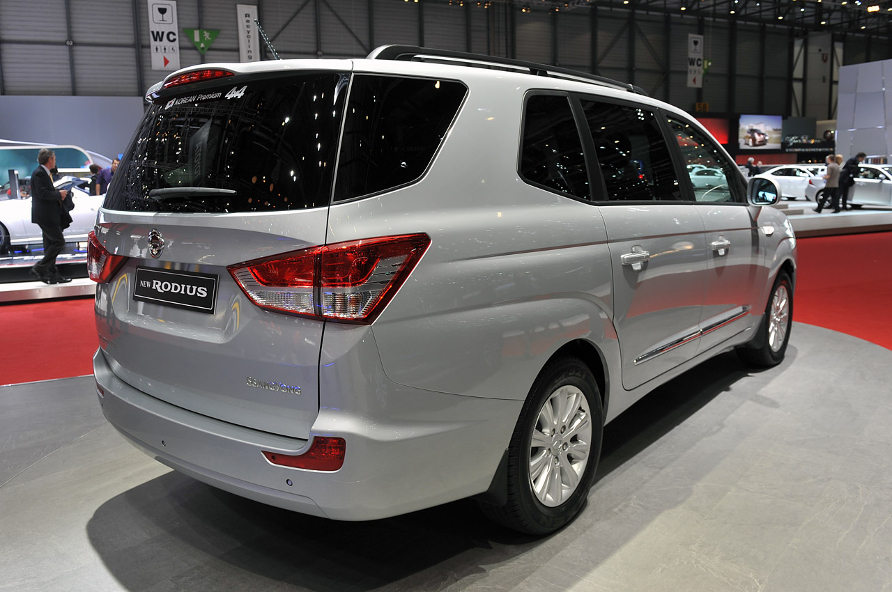 Old Car Values >> 2013 SsangYong Rodius is no longer the world's ugliest car ...