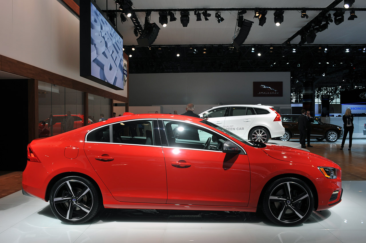 Volvo Certified Pre Owned >> Volvo rolls out new R-Design versions of S60, XC60 and new V60 - Autoblog