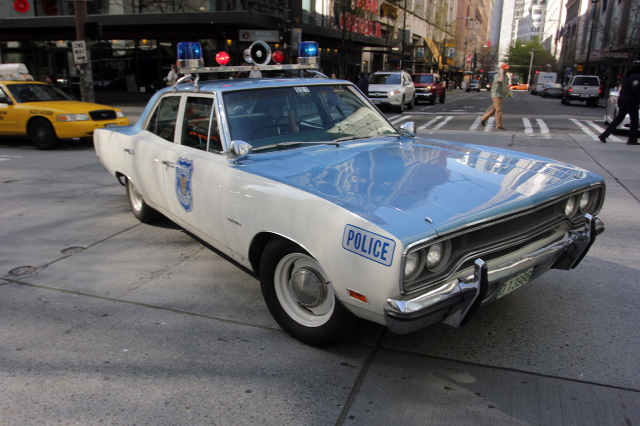 police using 43 year old plymouth satellite to patrol seattle streets w video autoblog. Black Bedroom Furniture Sets. Home Design Ideas