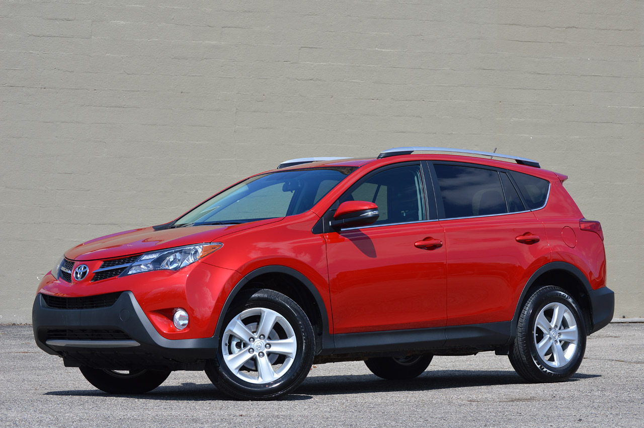 2013 toyota rav4 review photo gallery autoblog. Black Bedroom Furniture Sets. Home Design Ideas
