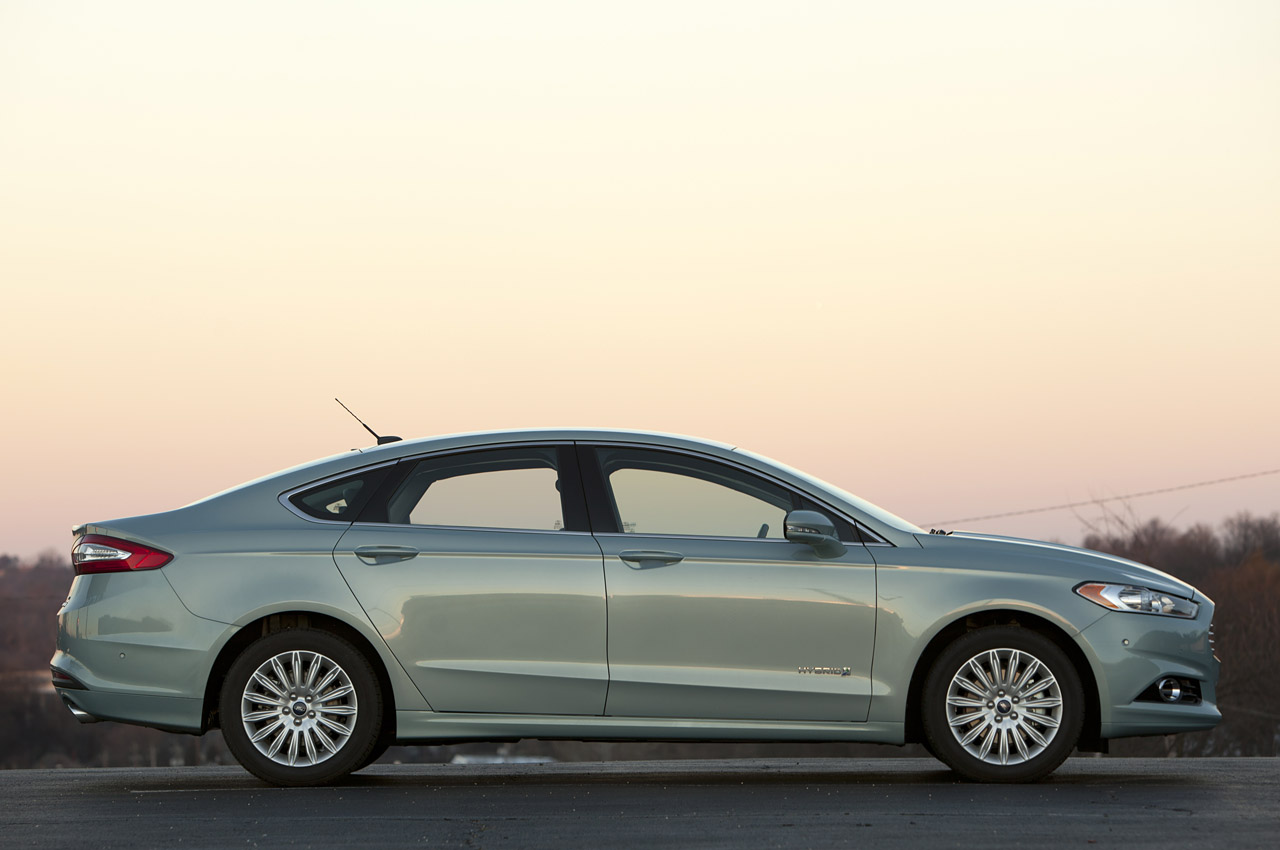 2013 ford fusion hybrid se review photo gallery autoblog