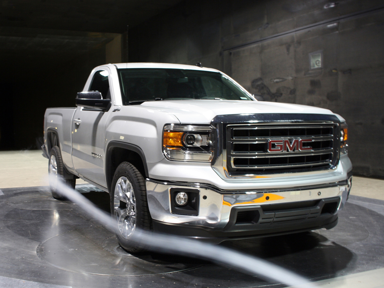 2014 gmc sierra regular cab revealed autoblog. Black Bedroom Furniture Sets. Home Design Ideas