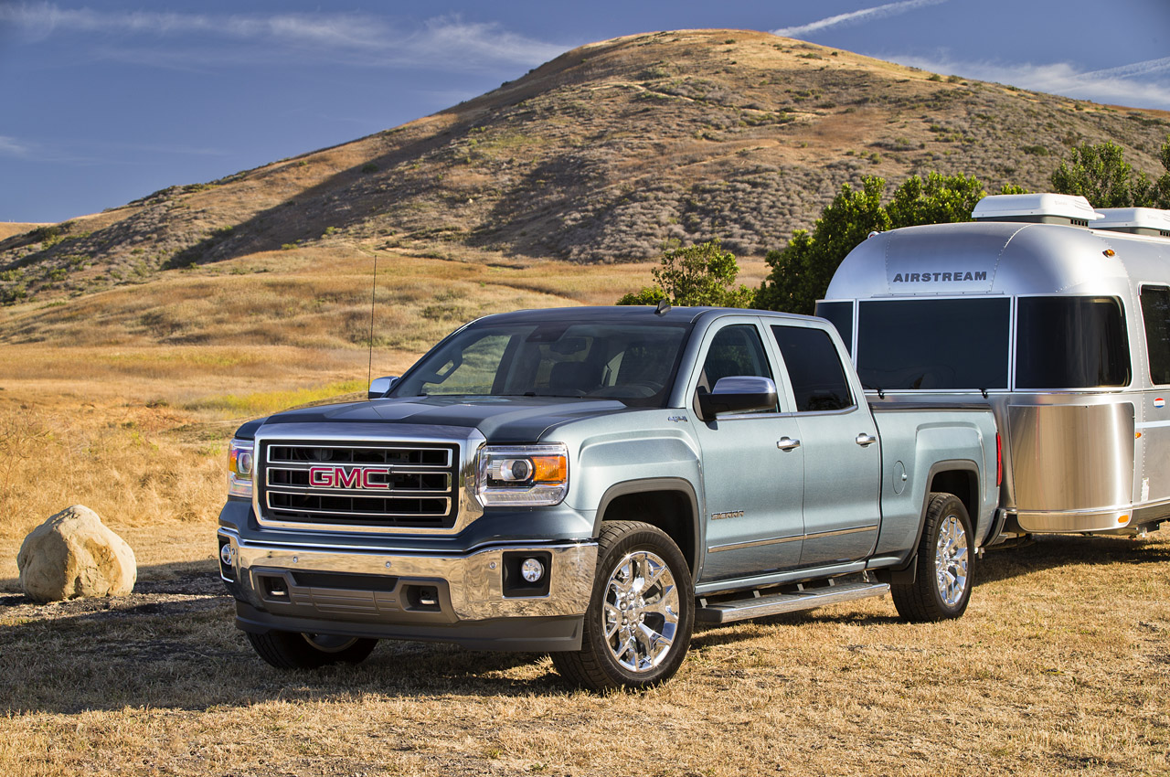 2015 chevy silverado gmc sierra can tow up to 12 000 pounds autoblog. Black Bedroom Furniture Sets. Home Design Ideas