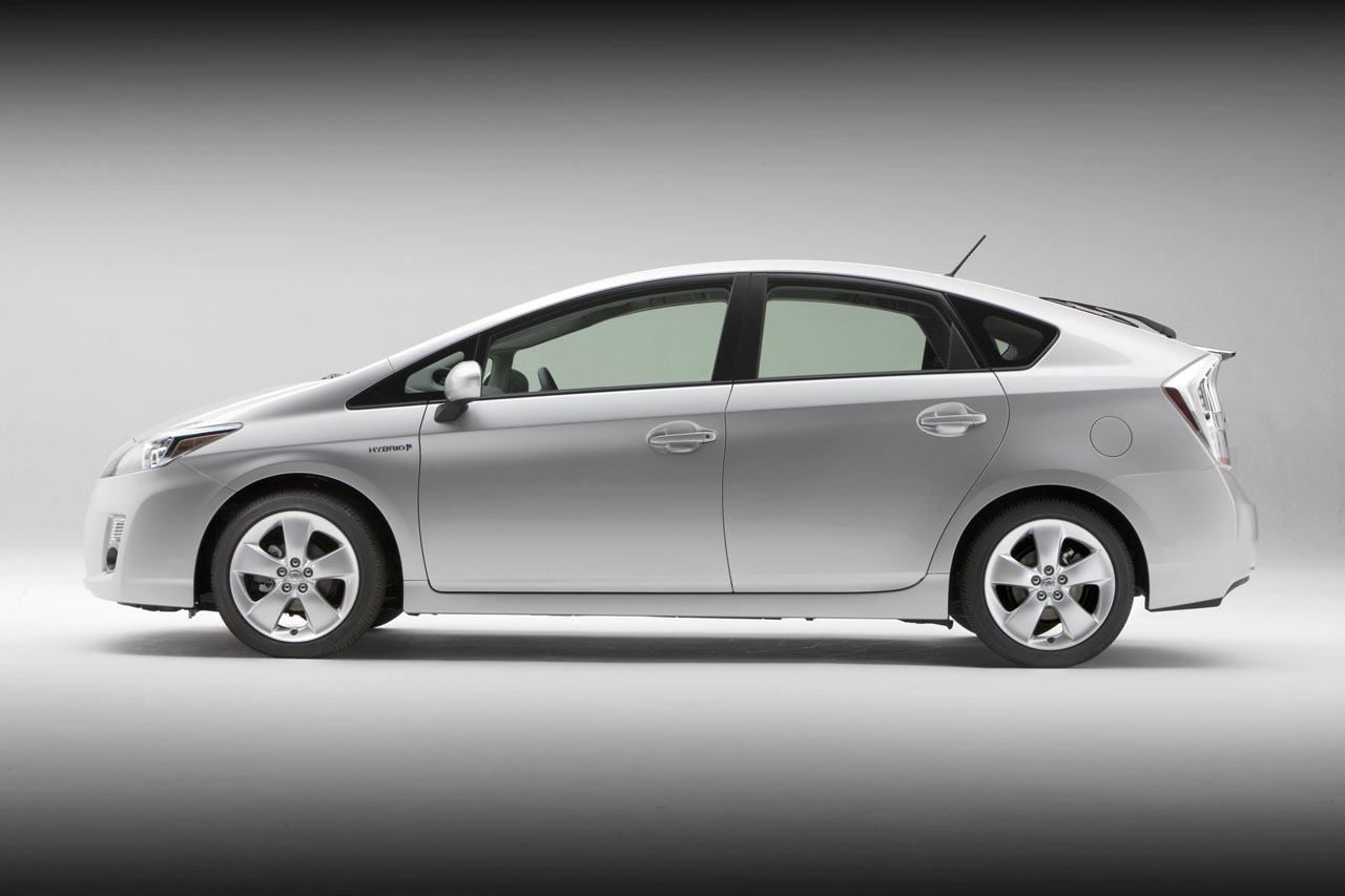 Future Car Trends 2010 Toyota Prius Ditches Incredible Shrinking Gas Tank For Conventional Unit