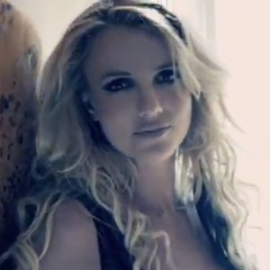 britney spears 39 criminal music video races up itunes chart within minutes cambio. Black Bedroom Furniture Sets. Home Design Ideas