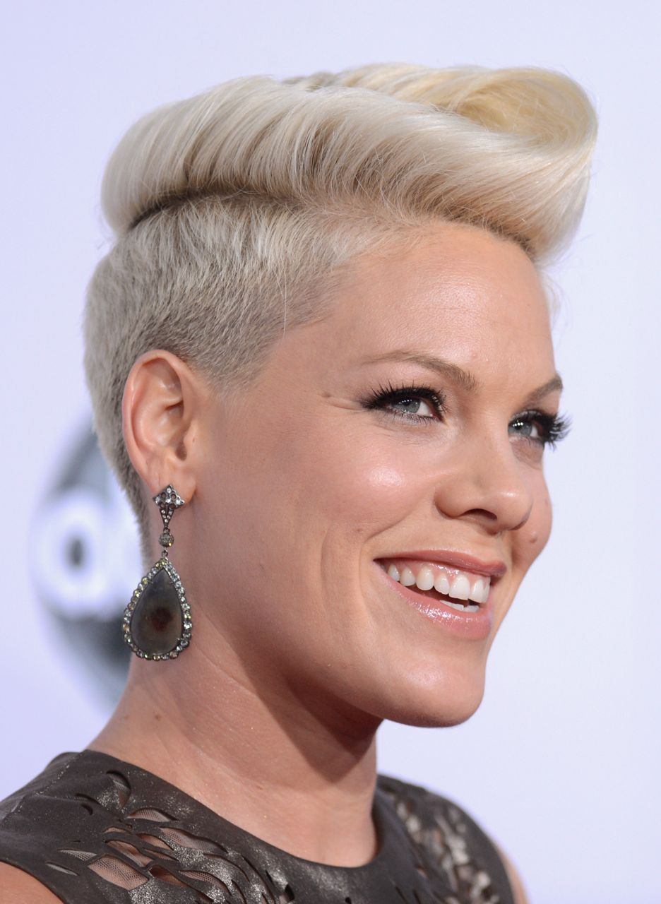 Pink Stops Concert to Help Crying Girl in Audience: Watch ...